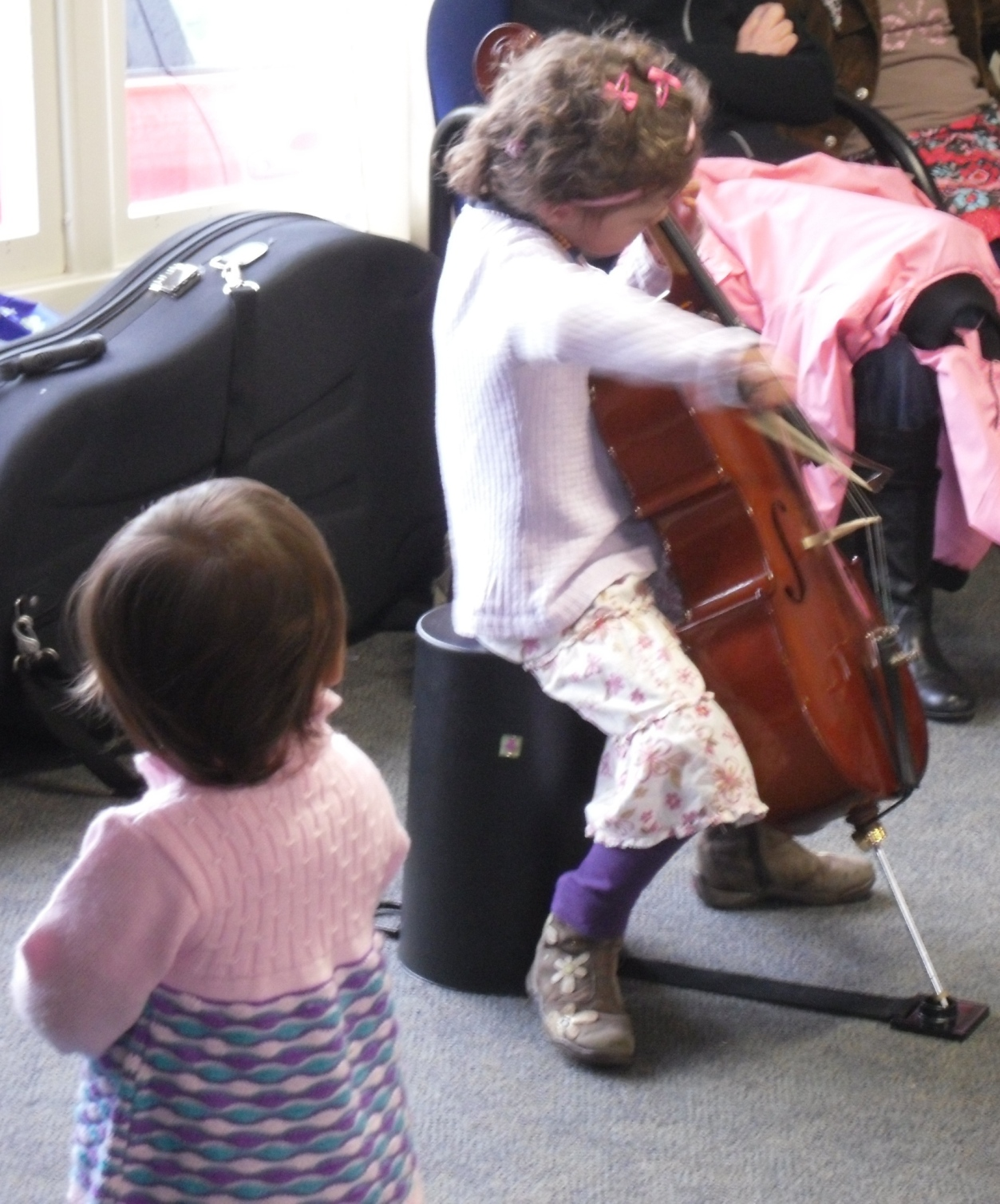 Amy_watching_Macy_play_the_cello